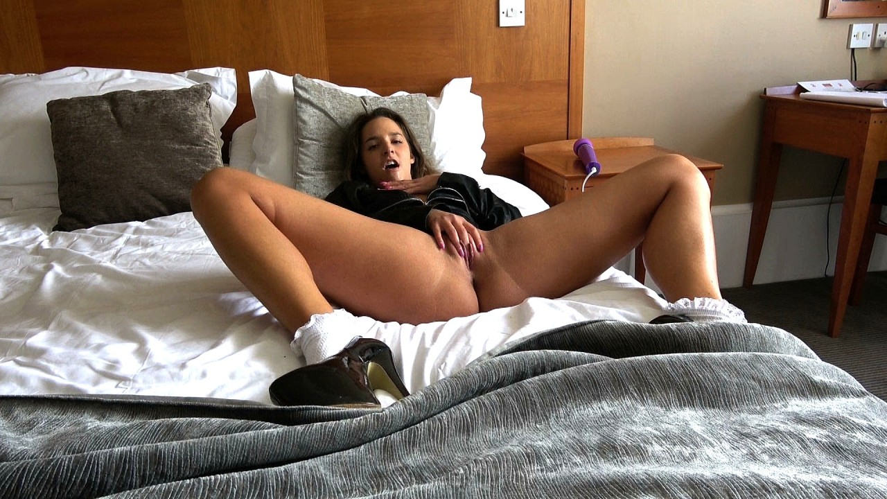 Amirah: wanking just for you
