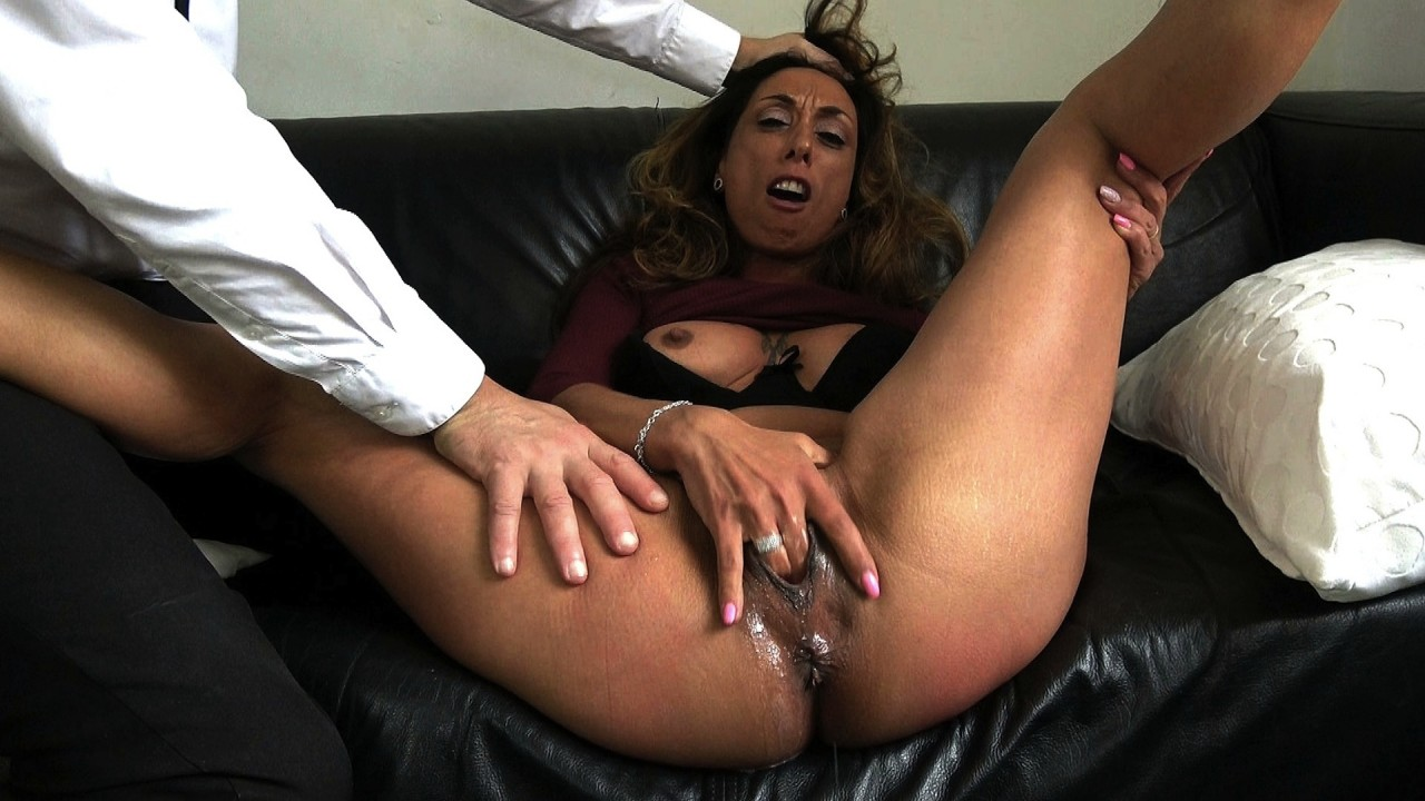 Jenna: fingerpumps her sploshy cunt