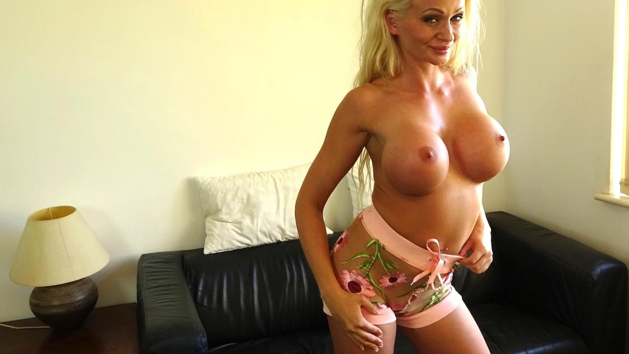 Cindy: loves it up her ass