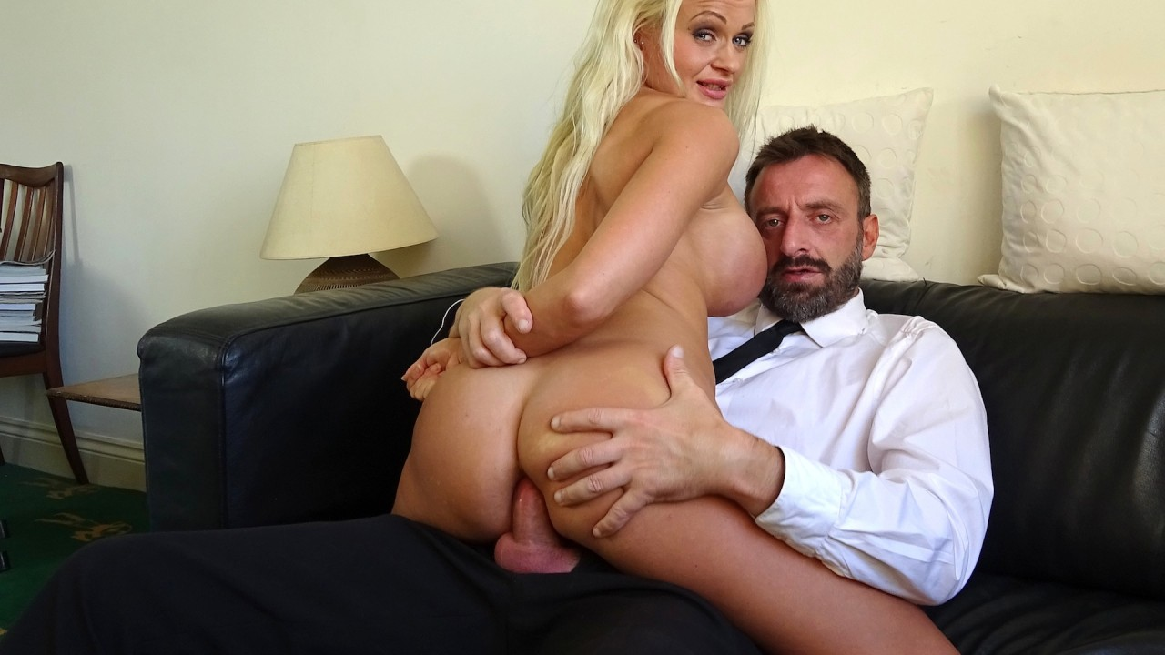 """Cindy: """"I'll have the anal lap dance thanks"""""""
