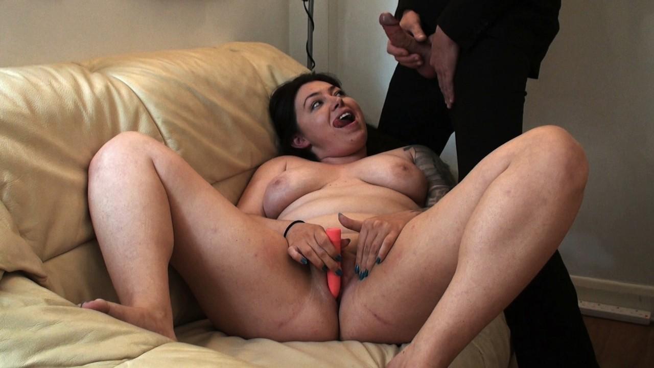 Nikki G: cums twice on her own