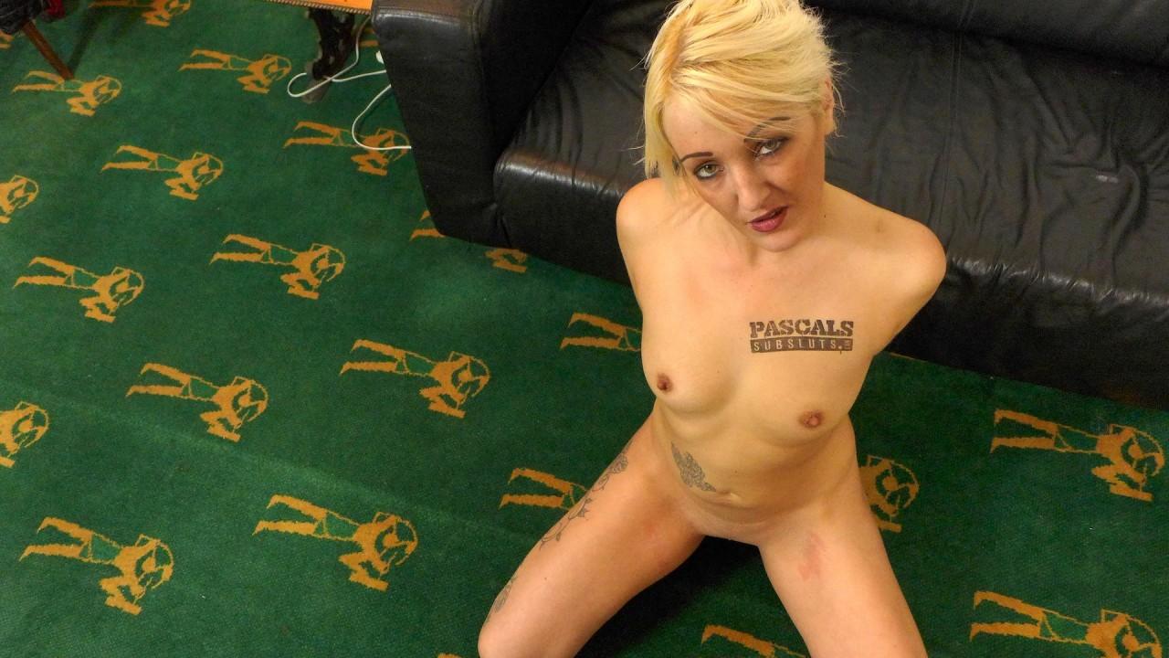 S e cupp ever pose nude