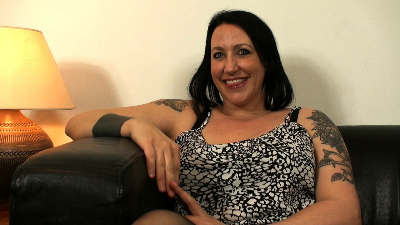 Jemma: innocent til 40, S&M slave by 42