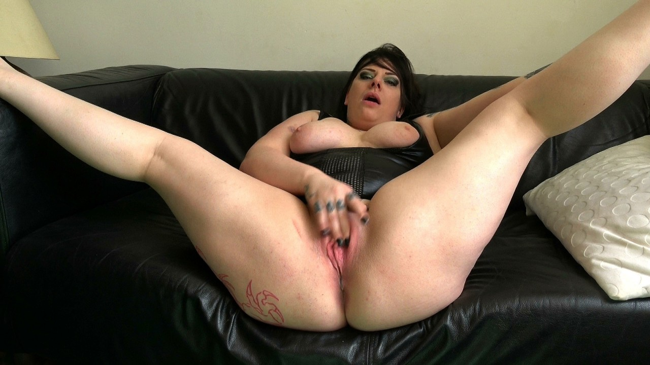 Elouise: well stoked, cums fast