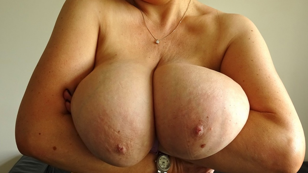 Sabrina: all-natural 32k knockers
