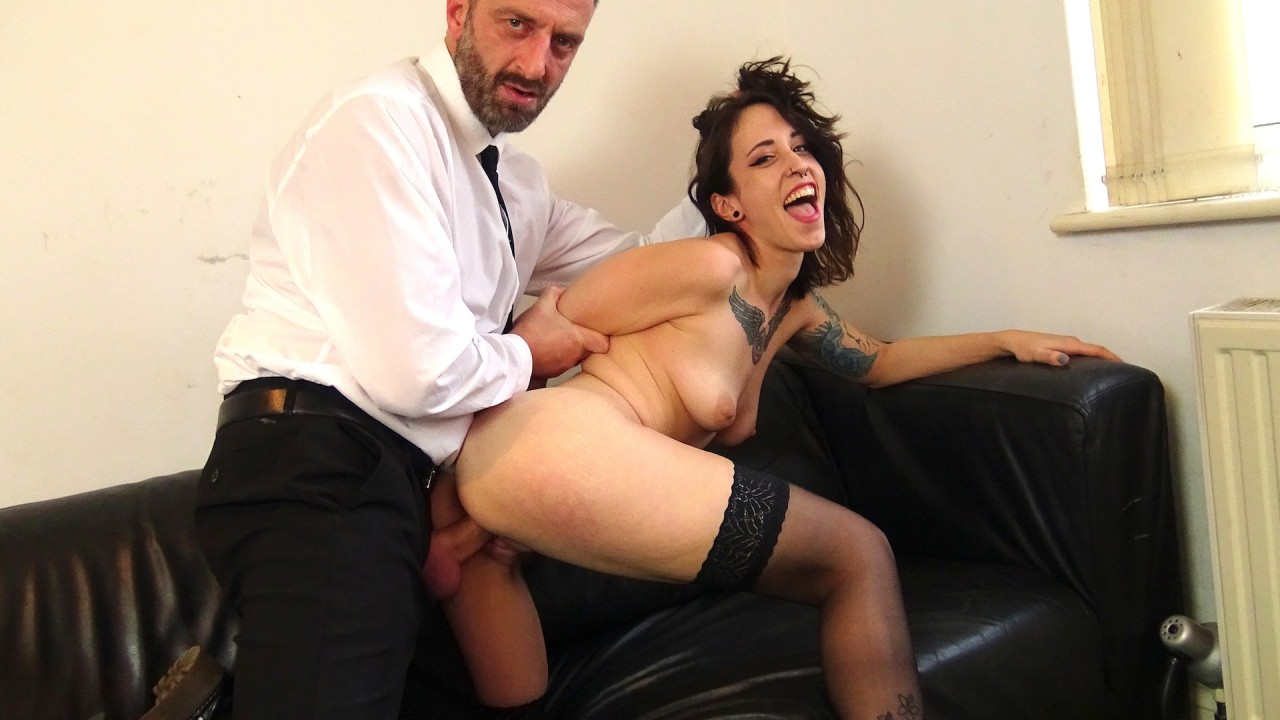 Lilyan: fuck me hard and spank me