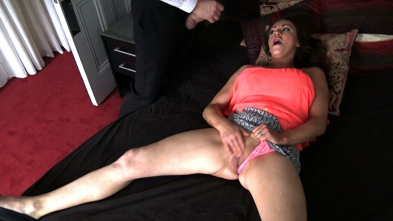 Vicki: wanks & cums twice