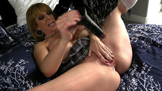 Sara: massive squirting when she cums