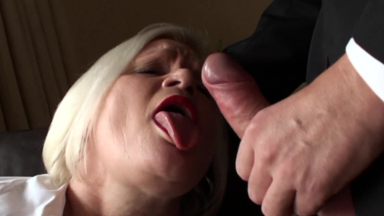 Lacey Starr Hammering Her Granny Pussy!